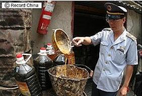 レコードチャイナ:<続報>リサイクル食用油、当局が飲食業界の実態調査へ―中国_1269246809396
